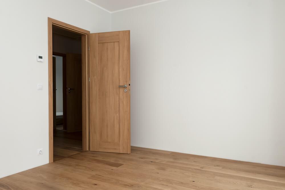 Ламинированная дверь комнаты